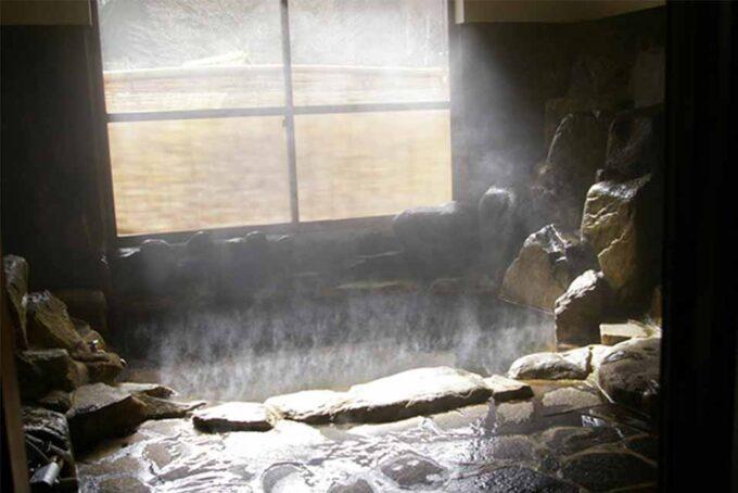 くるみ温泉&キャンプの岩風呂